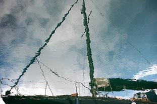 Spiegelbild einer Segelyacht - Dalmatien