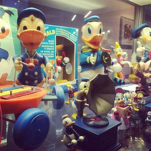 Der Karlsruher Martin Wacker besitzt eine der größten Donald Duck-Sammlungen, in Deutschland vermutlich die größte.