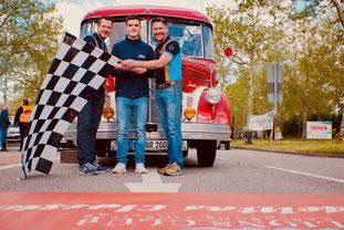 Markus Bräuninger, Präsident des Lions Club Karlsruhe Fidelitas, Luke Wankmüller Motorsporttalent und Marco Israel, Organisator der Classic beim Start Lions Fidelitas Classic 201
