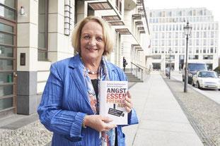 """Sabine Leutheusser-Schnarrenberger präsentiert ihr Buch """"Angst essen Freiheit auf"""". Foto: Felix Müller"""
