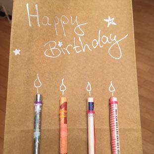 Kreatives DIY Geldgeschenk zum Geburtstag mit Kerzen aus Geldscheinen