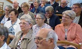 D'une capacité de 150 personnes, la Chapelle de Coatserho (au centre Jean-Paul II de Morlaix) se prête bien à accueillir ce type de rencontres.