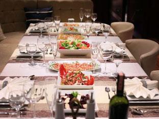 your-yacht.eu dinner table on board