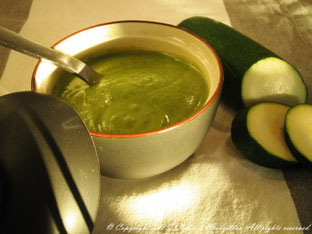 Soupe glacée de courgettes, garden peas à la menthe poivrée