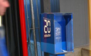 """14. Oktober 2015 - Aktion """"Mir langets!"""" - Kasten mit der Pendlerzeitung um 07.00 Uhr schon leer"""