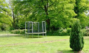 Une trampoline pour le plaisir des petits et aussi des plus grands !