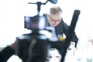 Franz Hütter wird regelmäßig von Zeitschriften, Magazinen, Podcasts etc. zu Interviews eingeladen.