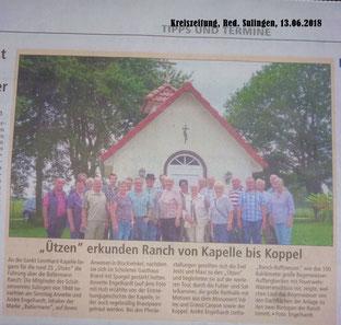 """Annette Engelhardt mit den """"Ützen"""" vor der St. Leonhard Kapelle auf der BALLERMANN RANCH (Kreiszeitung, 13.06.2018)"""