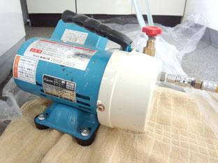 この機械は何でしょうか?水圧を高める機械のような感じです!!機械系には興味深々ですね(笑)
