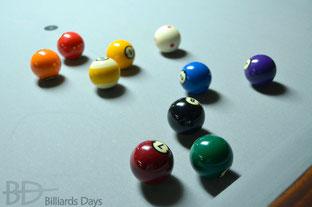 グレーだとボールもキレイな気がする(特に左上の暖色4個)