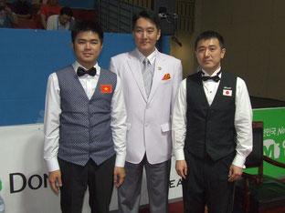 左はファイナルの相手、グエン選手(ベトナム)