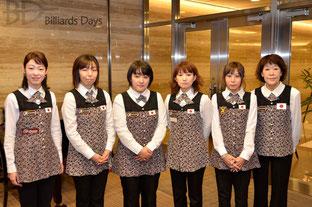 日本の6選手。左3が優勝した東内那津未プロ