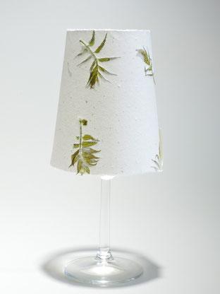 Tischlicht mit handgeschöpftem Büttenpapier, mit sibirischer Fiederspire