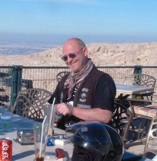 auf der Terasse vom Luluat AlJabal Cafe oberhalb von Al Ain