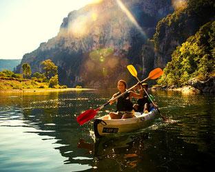 Descente rivière Ardèche en canoë dans les gorges de l'Ardèche parcours sportif