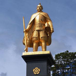 嚥下リハサポート事務局の近くにある織田信長像の写真