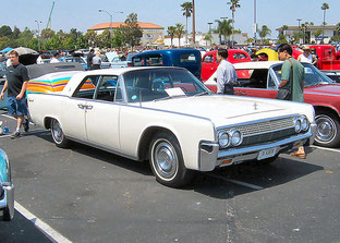 1963 Lincoln Continental at the Fabulous Fords Forever show at Knotts Berry Farm, Buena Park, California on April 17, 2005. Photo by User:Morven.