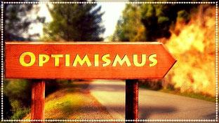 Beratung und Coaching Ziele: Richtungsschild aus Holz, Motivation darauf: Optimismus