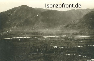 Der Isonzo im Becken von Tolmein. Im Tal die 1. Linie der Italiener, auf dem Bergkamm die Hauptstellung. Sammlung Isonzofront.de