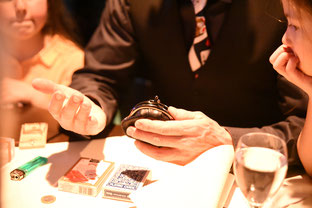 Tischzaubershow, Tischzauberei, close up Zauberer, Tischzauberer, Magie, Zauberer von Tisch zu Tisch, table hopping, Zaubershow am Tisch, Heilbronn, Pforzheim, Karlsruhe, Ludwigsburg