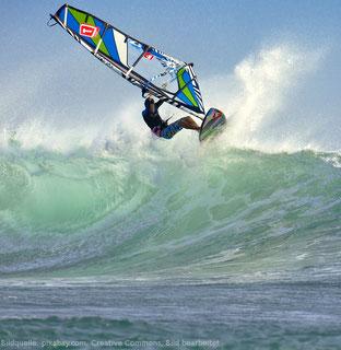 Windsurfen macht auch als Single Spaß. Und du lernst dabei neue Leute kennen.