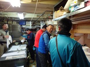皿洗い。朝は使われる食器が少ないので余裕だが、昼食、夕食は慌ただしい。