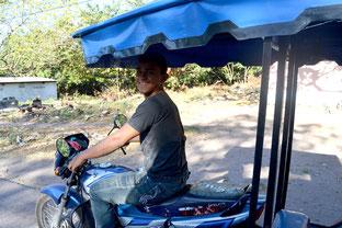 Gregorio en el moto-taxi
