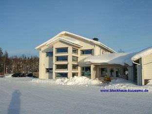 Hauptniederlassung in massiver Blockbauweise im Februar bei -25°C  - Blockhaus - Bürogebäude - Massivholzhaus - Blockhausbau - Holzhaus in Blockbauweise - Holzbau