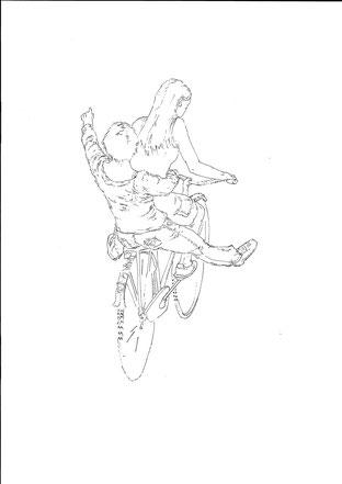 Auf dem Bild zu sehen: Zwei Frauen auf einem Fahrrad. Die Frau, die vorn fährt hat lange Haare. Die Frau hinten sitzt auf dem Gepäckträger. Sie hat den Arm ausgestreckt. Sie sind mit Tusche gezeichnet. Sie sind von hinten zu sehen.