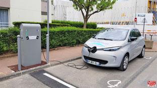 Borne de recharge électrique, rue du Général Exelmans à Vélizy-Villacoublay