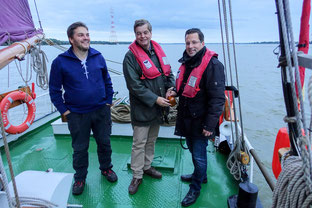 Foto v.l.: Jens Utecht (Vorsitzender Wilhelmine von Stade e.V.), Enak Ferlemann, Kai Seefried MdL