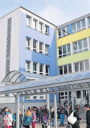Die IGS Regine Hildebrandt präsentiert sich schon von außen offen und freundlich. Sie wurde ganzheitlich im Rahmen des PPP-Programms saniert.