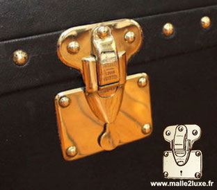 LOUIS VUITTON LETTER AND STAR LOCK trunk old