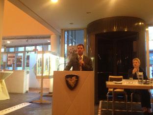 Bürgermeister Sander bei der Informationsveranstaltung zum Standort für eine Flüchtlingsunterkunft