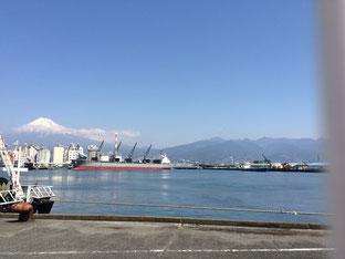 田子の浦漁港から見た富士山です