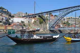 Porto, Portweinbarkassen auf dem Douro