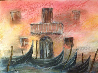 Haus in Venedig mit Gondeln im Vordergrund. Gemalt mit Pastellkreide