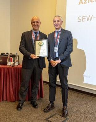 Giorgio Ferrandino, General Manager di SEW-EURODRIVE, riceve l'Attestato di Azienda dell'Anno 2019 per i Sales Excellence Awards.