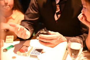 Zauberer, Zauberkünstler, Zaubershow, Reutlingen, Tübingen, Esslingen, Stuttgart,  Zaubershow, Reutlingen, Tübingen, Esslingen, Filderstadt, Tischzauberer, close up Zauberer