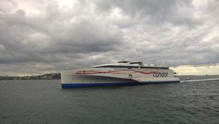Le dernier fleuron de Condor Ferries, le HSC Condor Liberation découvrant pour la première fois Saint-Malo.
