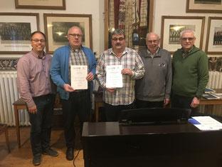 Chorleiter Jörg Bücker, Jürgen Sickau und Thomas   Kraienhemke ( beide für 25 Jahre geehrt ), Manfred Wetzel ( wurde bereits  für 40 Jahre vom Sängerkreis Soest geehrt) und Vorsitzender Paul Knierbein