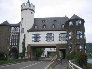 Schloß Liebig am Moselradweg in Kobern-Gondorf