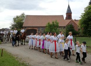 niedersorbische wendische tracht drachhausen hahnrupfen erntefest
