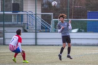 Sercan Er im Spiel gegen den 1. FC Wülfrath (Foto: Deutzmann)