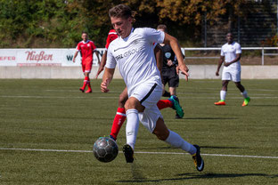 Tim Knetsch erzielte das Tor zum 2:0 beim 1. FC Düren (Foto: Deutzmann/Archiv)