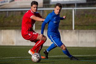 Tim Knetsch (rechts) im Spiel gegen den FC Wegberg-Beeck (Foto: Deutzmann)