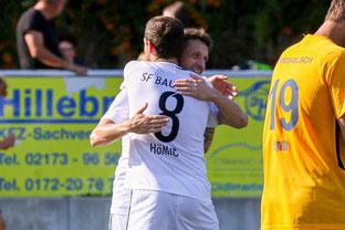 Robin Hömig und Alon Abelski bejubeln gemeinsam das Tor zum 3:0 (Foto: Deutzmann)