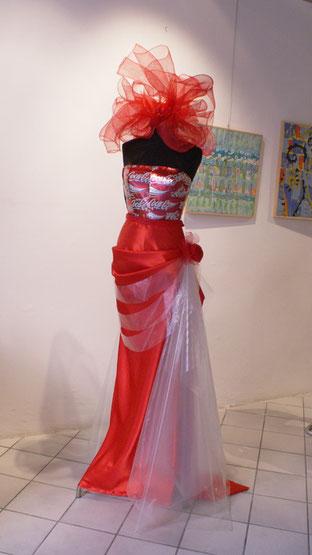 Spazio d'Arte L'Altrove - abito con lattine di Irene Sarzi Amadè