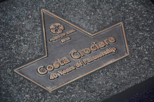 Bronzeplakette in Kiel // © PORT OF KIEL