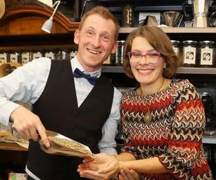 Martina und Michael Pauzenberger mit frischem Roh-Kaffee!